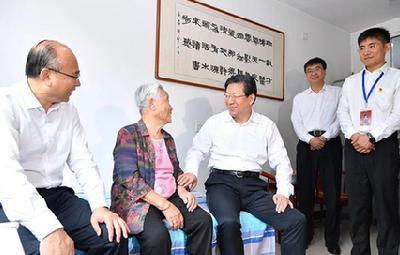 王東峰慰問基層群眾
